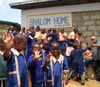 Mitungu-Kenya-Shalom-OVC-Orphans-and-Vulnerable-Children-e-attualmente-ospita-minori-di-eta-compresa-tra-i-4-e-i-14-anni.-2014_large